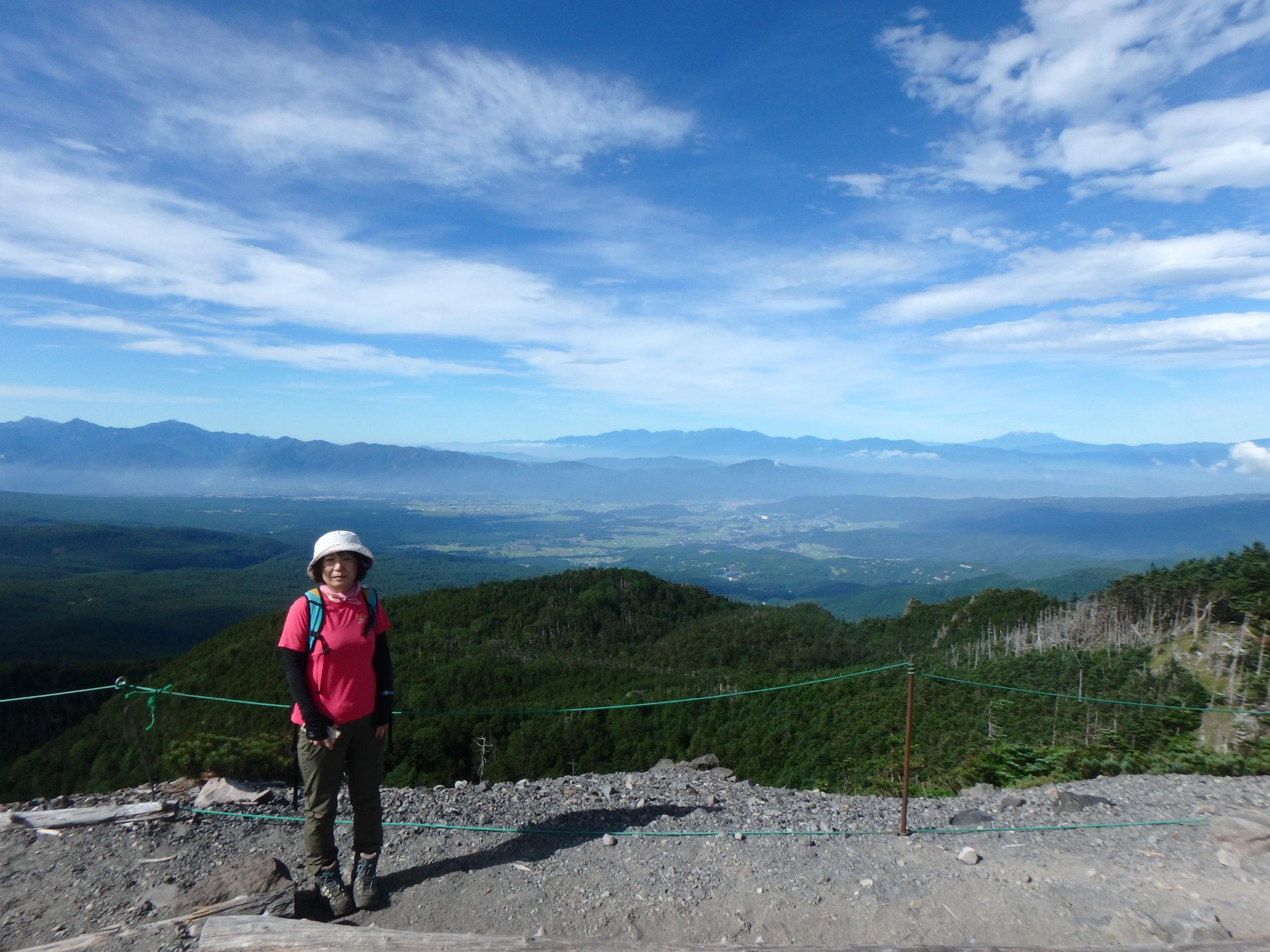 歩いて2分の北横岳南峰から南アルプス、中央アルプス、そして御嶽山